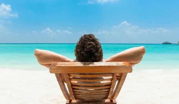 Doanh nhân thành đạt biết cân bằng giữa làm việc và hưởng thụ cuộc sống.