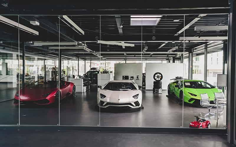Khi mua xe cần quan tâm đến yếu tố phong thủy trong màu xe, biển số xe,...