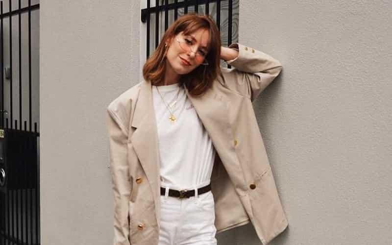 Người mệnh Kim phù hợp với những bộ trang phục có màu trắng, xám, bạc.